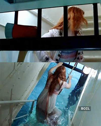 During this scene on Titanic the stone on Rose's necklace