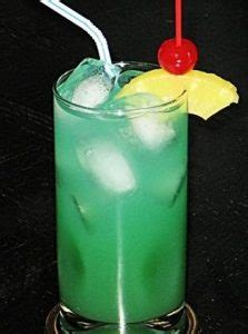 Top 10 Blue Curaçao Drinks with Recipes